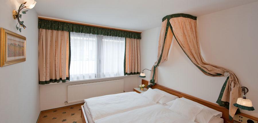 Austria_Obergurgl_Hotel_Alpina_bedroom.jpg